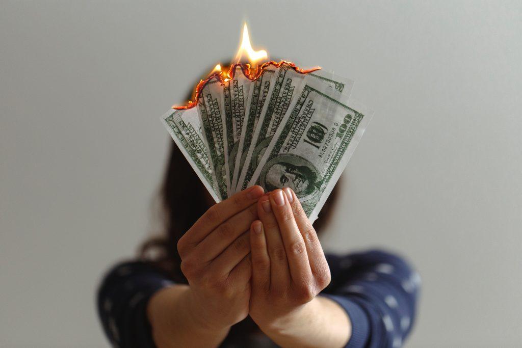 Sin quemar el dinero.